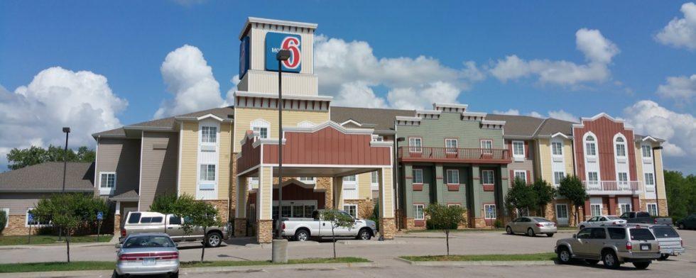 shingle roof repair for hotel motel 6 in wichita